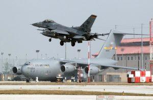 Aereo militare Americano durante esercitazione